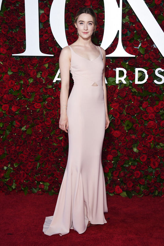 saoirse-ronan-tony-awards-2016-red-carpet-fashion-stella-mccartney-tom-lorenzo-site-4