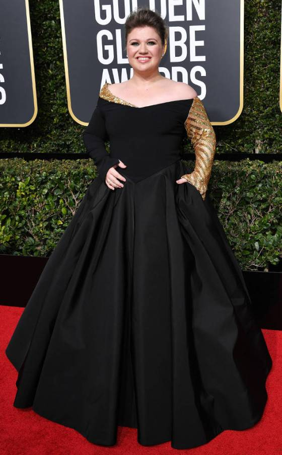 rs_634x1024-180107152509-634-red-carpet-fashion-2018-golden-globe-awards-kelly-clarkson